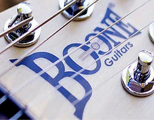Decalcomanie da applicare a freddo su chitarre e strumenti musicali per personalizzare con nome e logo